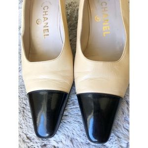 CHANEL kitten heel pump